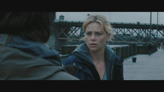 still-of-charlize-theron-in-vidas-que-se-cruzam-(2008)-large-picture